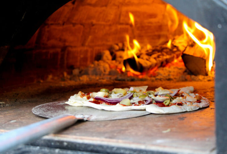 Top 4 Benefits of an Outdoor Pizza Oven